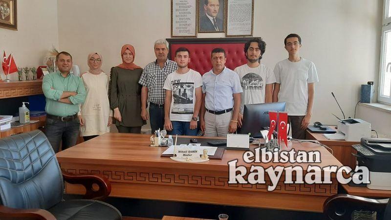 YKS'de Türkiye derecesi yapan öğrencilere okul yönetiminden altın ödülü