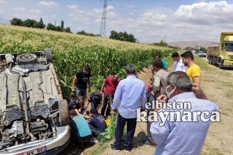 Mısır tarlasına giren otomobil devrildi: 2 yaralı