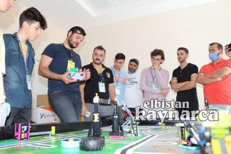 Gençlik Merkezi'nde robotik kodlama eğitimi alıyorlar