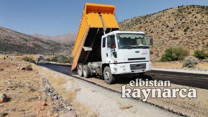 Elbistan'da 3 kırsal mahallede yol çalışması yapılıyor