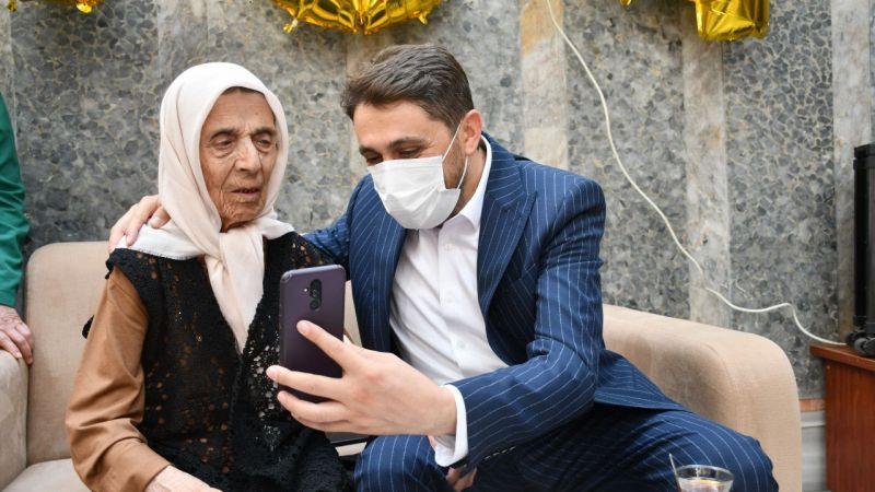 """""""Asırlık nine"""" 104'üncü yaşını huzurevinde kutladı"""