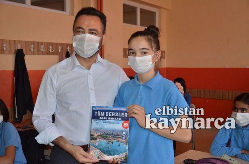 Elbistan Belediyesi'nden öğrencilere kaynak kitap desteği