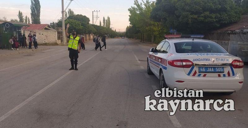 Jandarma trafikten okul geçitlerinde denetim