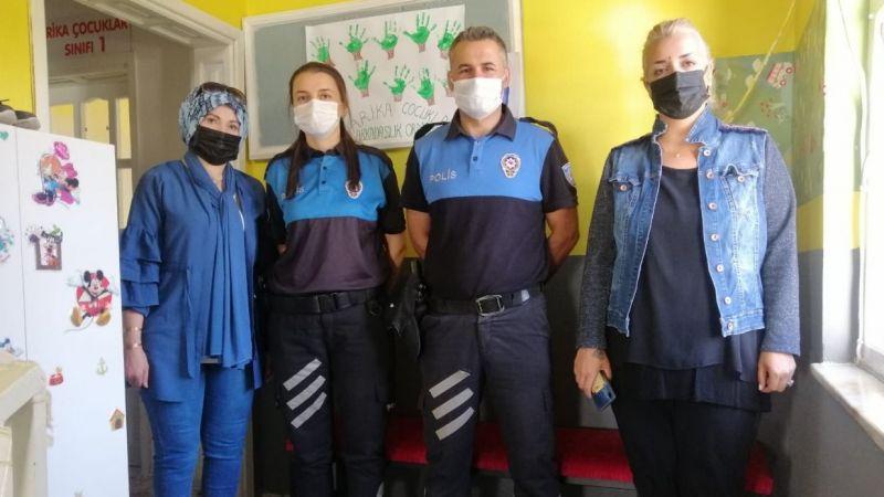 Polisten anaokulu öğrencilerine eğitim