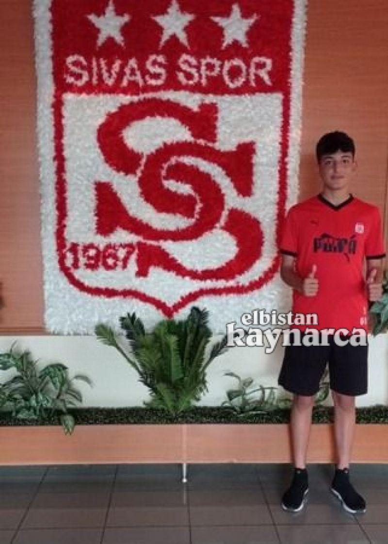 Elbistanlı genç futbolcu milli takıma seçildi