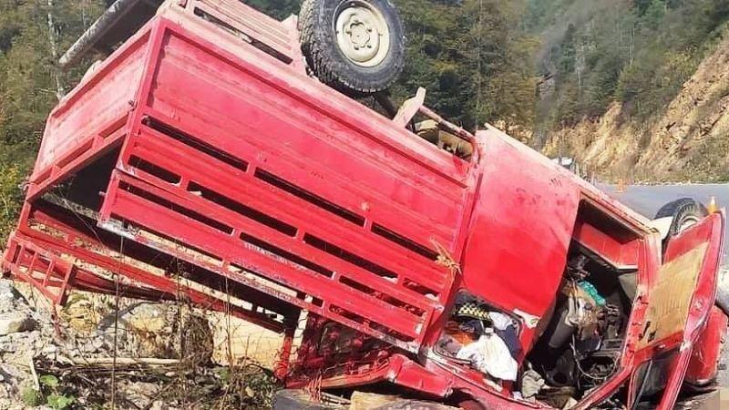 Freni tutmayan kamyonet devrildi: 3 yaralı