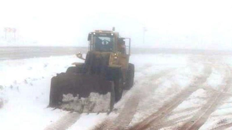 Eğribel'de kar yağışı sürücülere zor anlar yaşatıyor