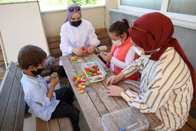 Köy köy gezerek okul öncesi çocuklara eğitim verdiler