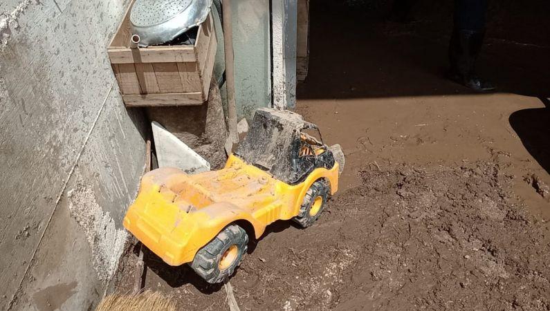 Giresun'un Alucra ilçesinde aşırı yağışın oluşturduğu hasarlar gideriliyor