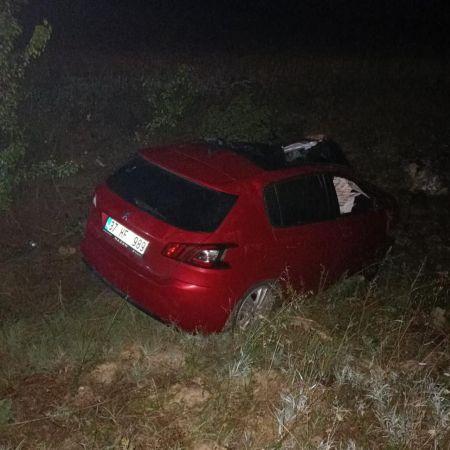 Yoldan çıkan otomobil, şarampole yuvarlandı: 1 ölü 1 yaralı
