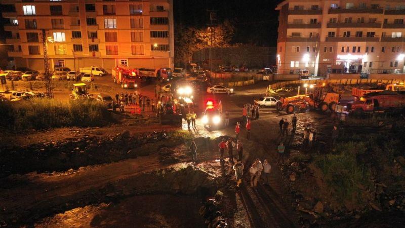 Yağlıdere'de mahsur kalan araçlar kurtarıldı