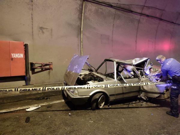 Otomobil ve çekicinin çarpışması güvenlik kamerasına yansıdı
