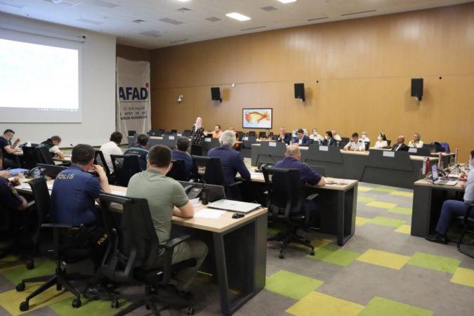 AFAD acil yönetim merkezinde endişeli bekleyiş