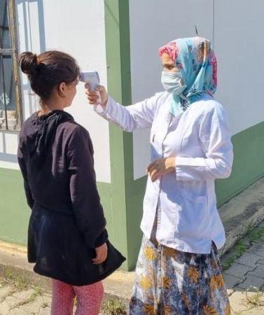 Giresun'a fındık hasadına gelen mevsimlik işçilere Kovid-19 aşısı yapılıyor