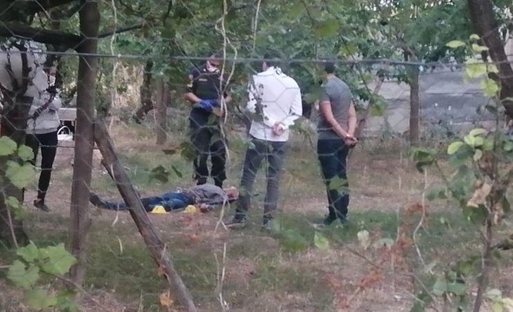 Pompalı tüfekle yolunu kestiği araçtaki kadını vurdu, ardından intihar etti