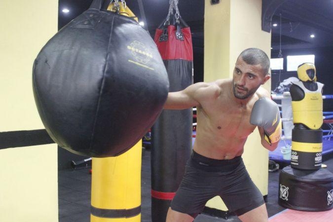 Azerbaycanlı Aykhan Mammadov, profesyonel ringlere dönmenin mutluluğunu yaşıyor