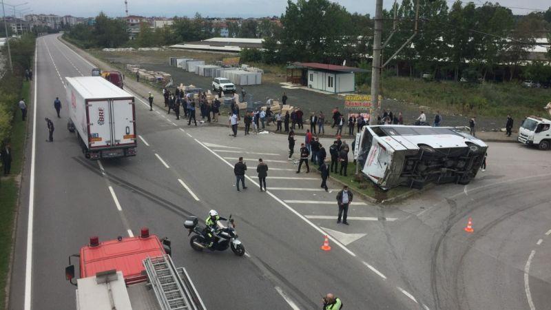Tırla çarpışan yolcu otobüsü devrildi