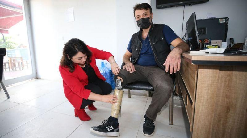 Bacağını kaybeden işçi, kadın muhtarın girişimleriyle protezine kavuştu