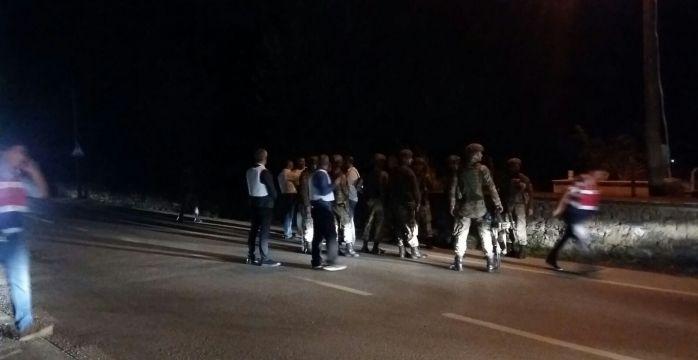 Bursa'da 30 ayrı suçtan aranan sabıkalı hırsız 2 polis memurunu pompalı ile yaraladı