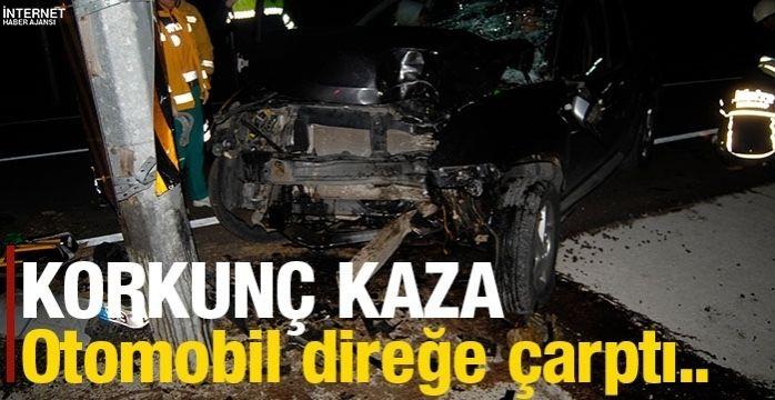 Otomobil MOBESE direğine çarptı