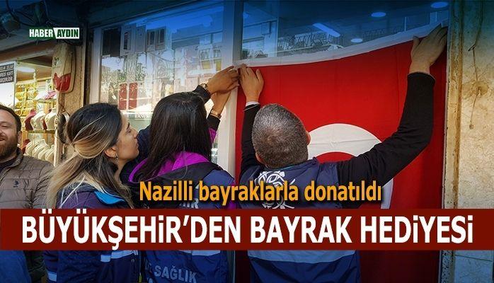 Büyükşehir'den bayrak hediyesi