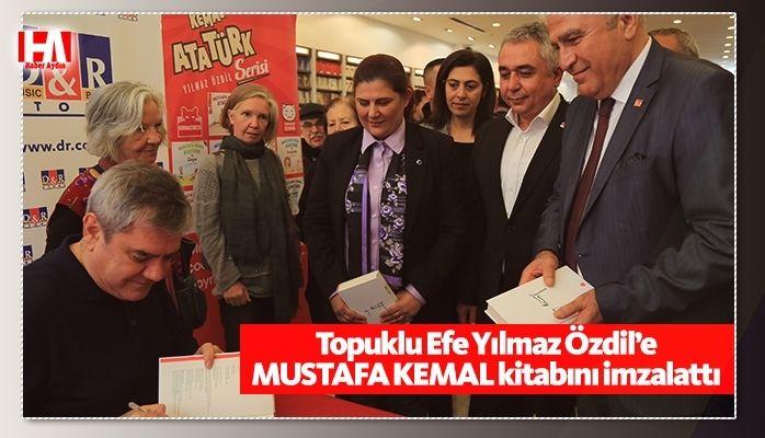Başkan Çerçioğlu, Yılmaz Özdil'e 'Mustafa Kemal' Kitabını İmzalattı