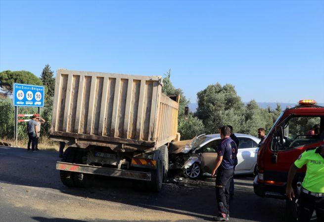 Aydın'da kamyonla otomobil çarpıştı: 1 yaralı