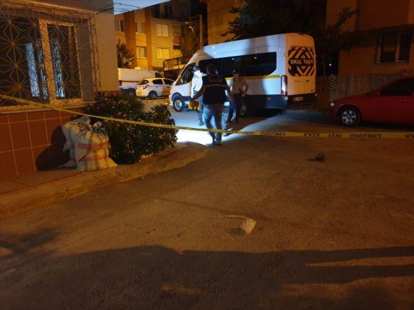 İzmir'de balkonda otururken başından vurulan kadın ağır yaralandı