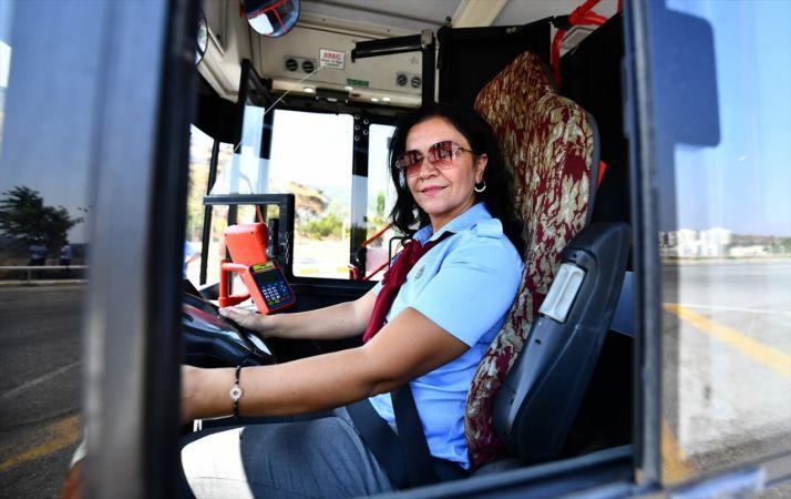 İzmir'de kadın otobüs şoförleri göreve başladı