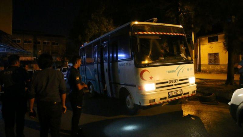 """""""Dur"""" ihtarına uymayan midibüste 19 düzensiz göçmen yakalandı"""
