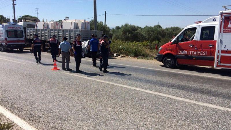 Park halindeki kamyona çarpan otomobilin sürücüsü öldü