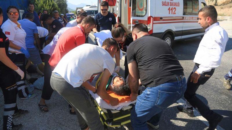 Milas'ta yolcu otobüsüyle otomobil çarpıştı: 2 yaralı