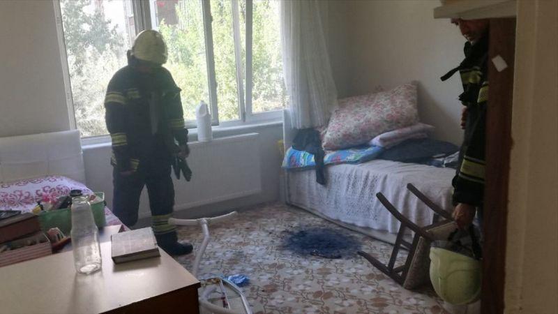 Bulunduğu odayı ateşe veren zihinsel engelli kızı itfaiye kurtardı