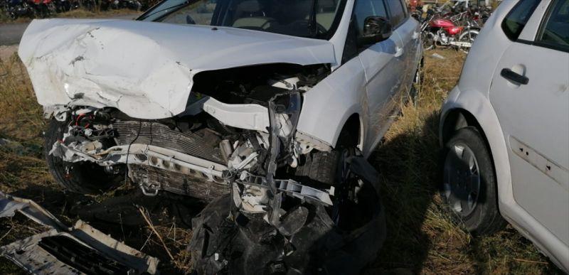 Afyonkarahisar'da iki otomobil çarpıştı: 6 yaralı