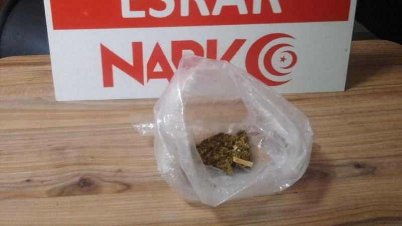 Uyuşturucu satarken yakalanan zanlı tutuklandı