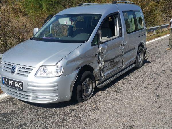 Demirci'de trafik kazası: 4 yaralı