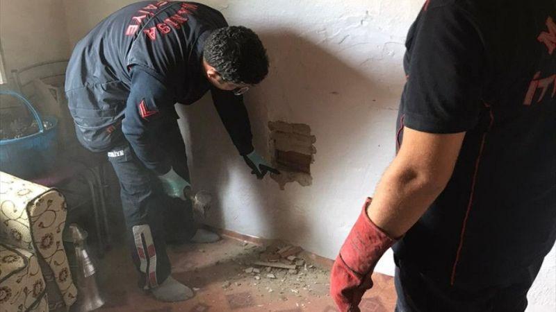 Bacaya düşen kedi oda duvarı kırılarak kurtarıldı