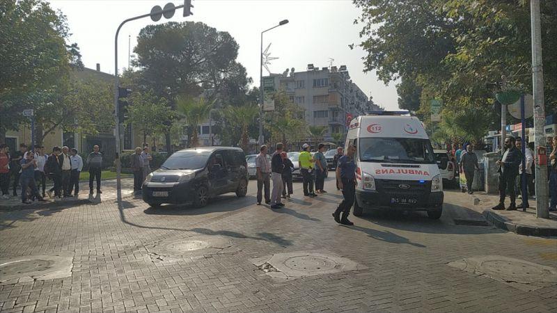 Manisa'da motosikletin çarptığı anne ve kızı yaralandı