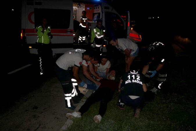 Muğla'da otomobil kaldırıma çarptı: 3 yaralı