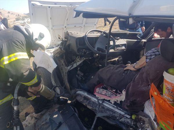 Kütahya'da iki otomobil çarpıştı: 9 yaralı
