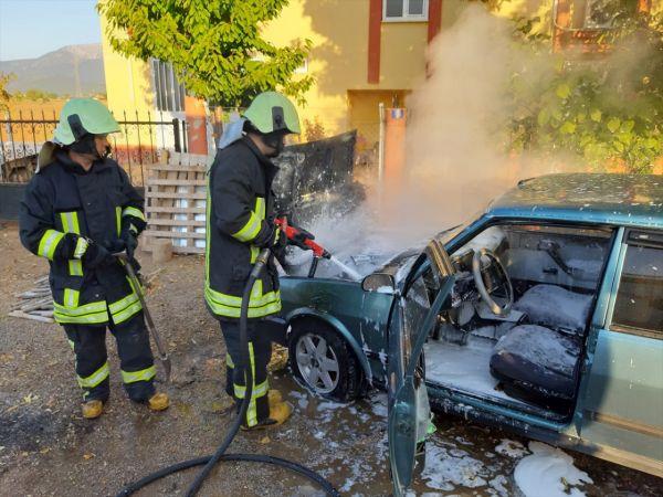 Acıpayam'da park halindeki araç yandı