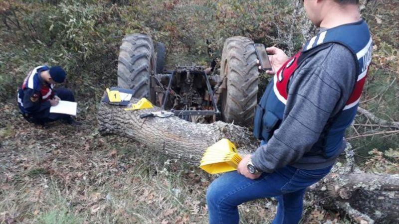 Kütahya'da devrilen traktörün sürücüsü öldü
