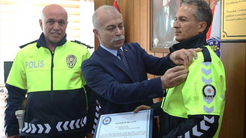Muğla'da zanlıyı yakalamak için her yolu deneyen polise ödül verildi