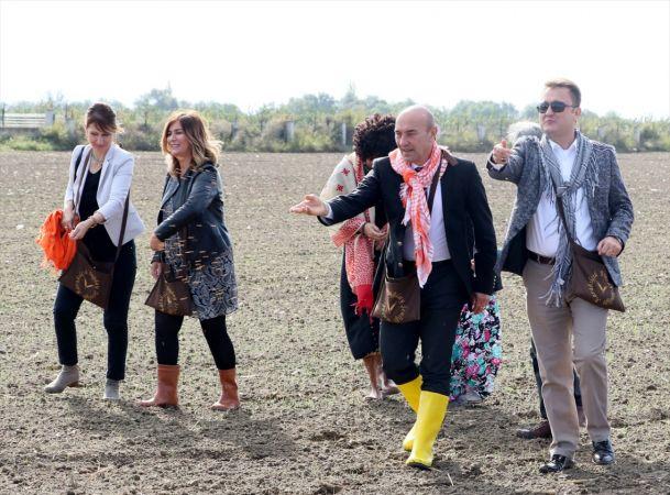 İzmir'de karakılçık buğdayı toprakla buluşturuldu
