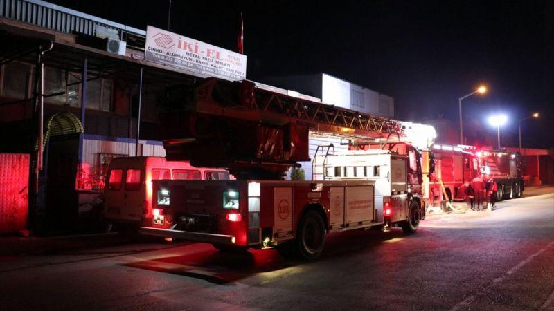 İzmir'de alüminyum imalathanesinde yangın