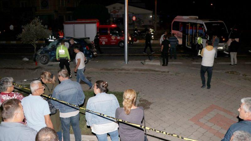 Muğla'da yolcu minibüsüyle otomobil çarpıştı: 1 ölü, 5 yaralı