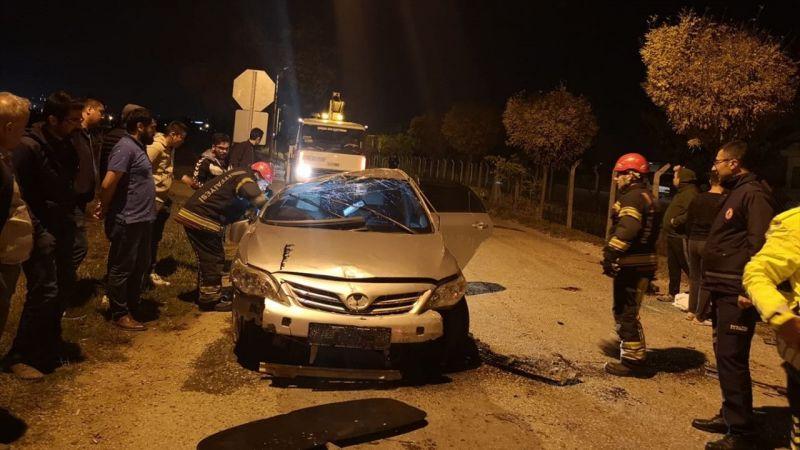 Denizli'de devrilen otomobildeki 3 kişi yaralandı