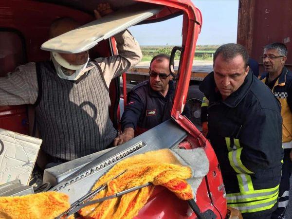Söke'de tırla çarpışan kamyonette sıkışan sürücüyü itfaiye çıkardı