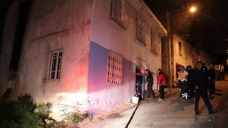İzmir'de evdeki yangında itfaiye eri tarafından kurtarılan kadın ağır yaralandı