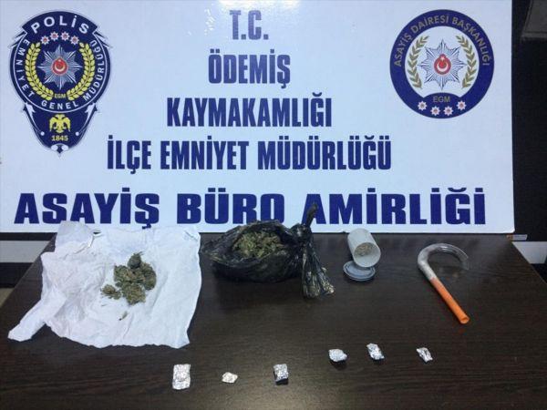Ödemiş'te uyuşturucu operasyonunda 5 kişi gözaltına alındı
